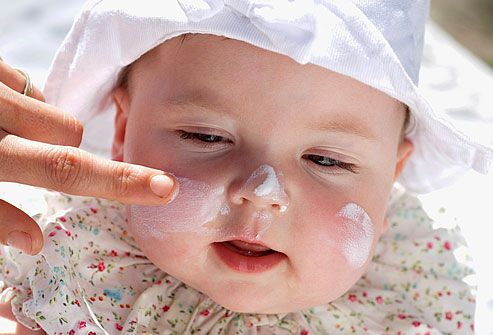 photo_of_baby_with_sunscreen