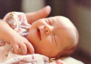 cuando acudir al pediatra bebe sonriendo