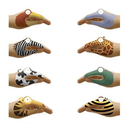 diferentes animales con lasmanos