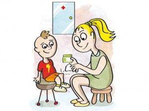 curar heridas a los niños con mamá