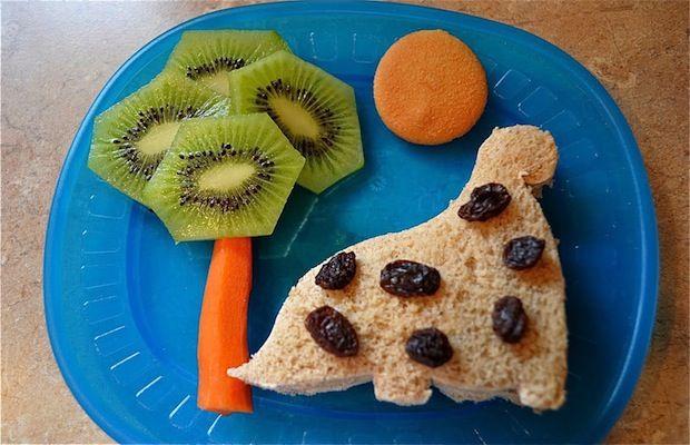 Enseñar a comer bien al bebé con las meriendas sanas