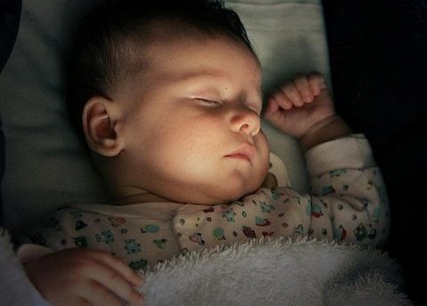 dormir con o sin luz