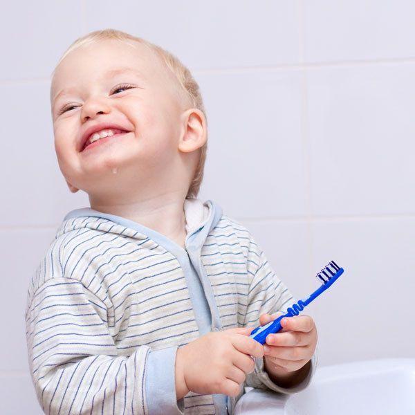 lavarse los dientes para evitar llagas o aftas