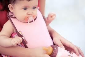 el uso del chupete en los bebes