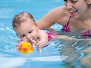 la piscina y el exceso de cloro en los pequeños