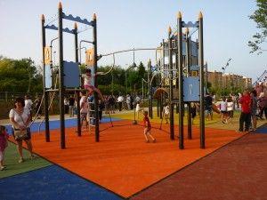 aspectos de las instalaciones en el parque infantil