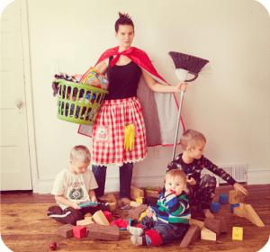 una madre que trabaja en casa