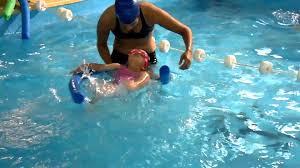 ejercicio, nadar con los peques