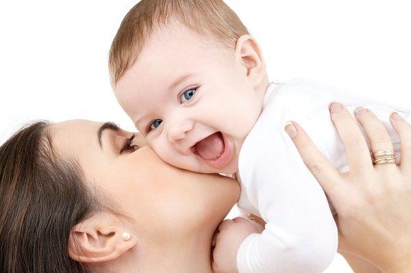 bebe y mama felices