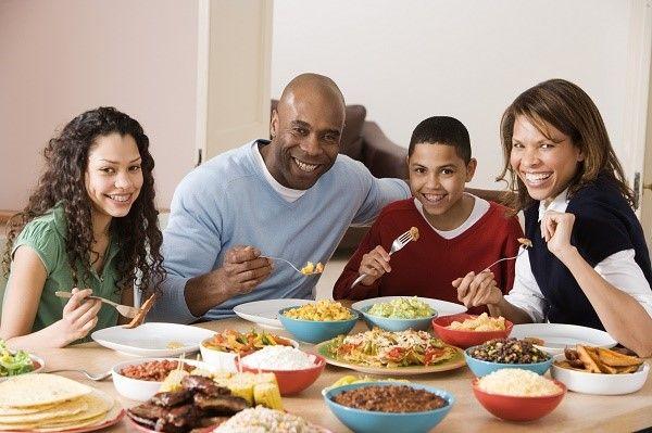 cena en familia noche para conciliar horarios