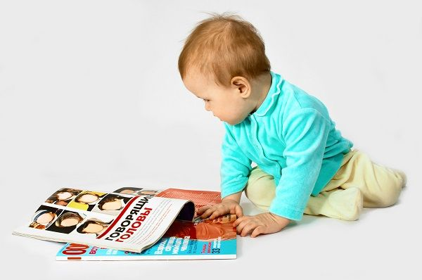 baby read the magazine