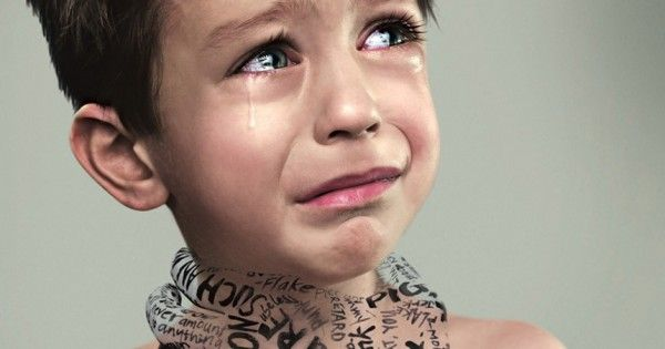 maestra maltrata niños en la escuela