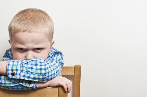 nene enfadado mucho