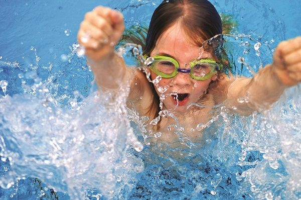 piscina jugar