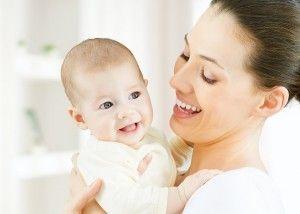 El masaje de los pechos para el aumento de la leche