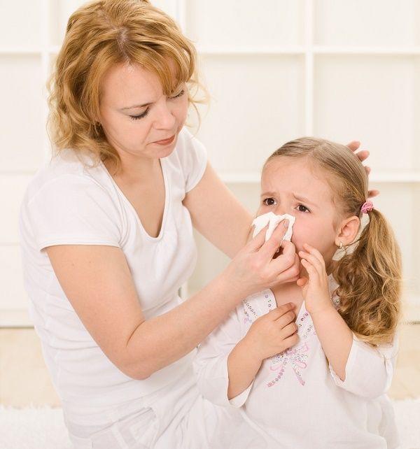 nena resfriada mama