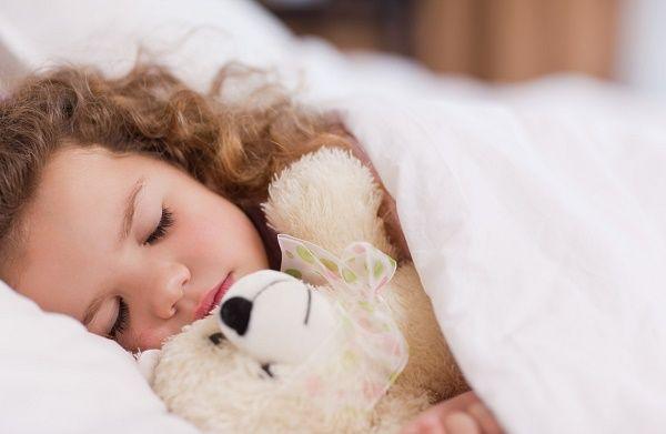 nena rizos durmiendo