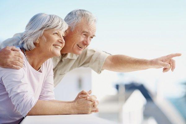 personas mayores pareja